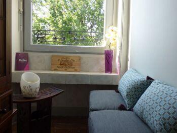 Petit coin salon et tisanerie à l'étage