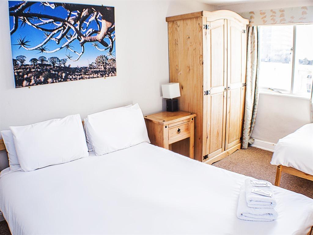 Triple room-Standard-Ensuite-Sea View-fully ensuite - Standard rate