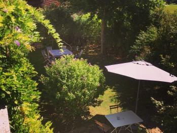 La petite terrasse devant la maison