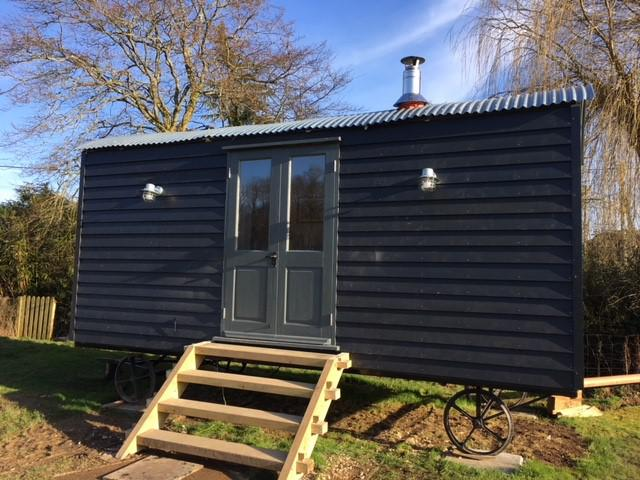Hut-Deluxe-Ensuite with Shower-Shepherds - Base Rate