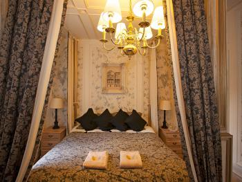 Edward room