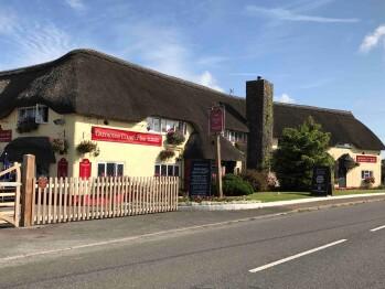 Greyhound Country Inn -