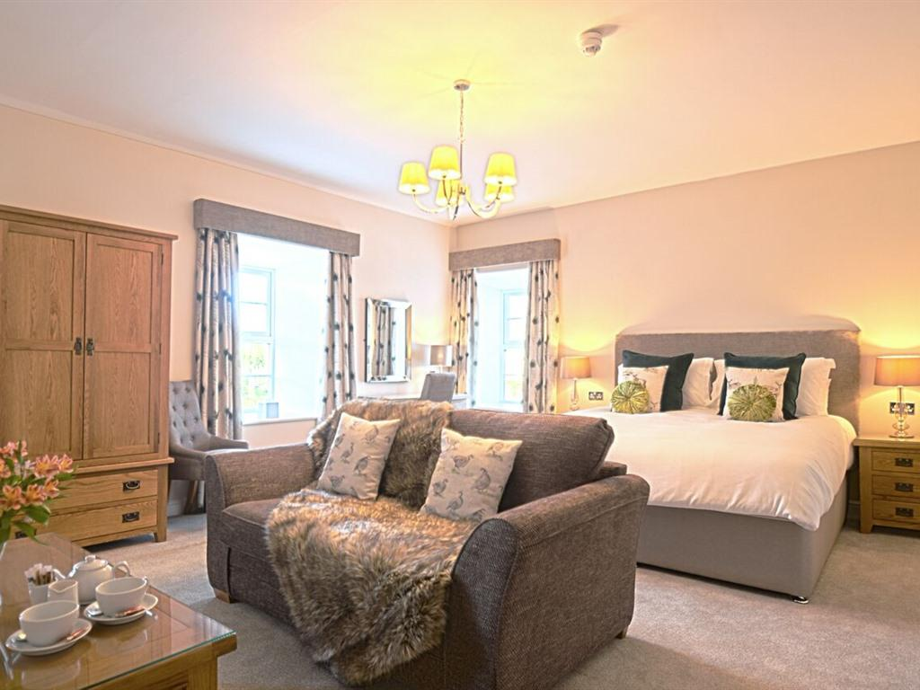 Family room-Deluxe-Ensuite with Shower- Bamburgh - Base Rate