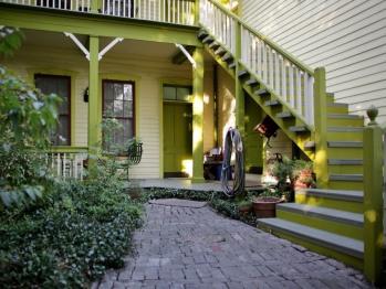 Guest room porches