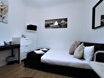 Double room-Shared Bathroom-Sleeps 2 (Room 2)