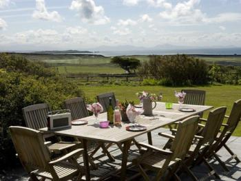 Al Fresco dining at the Coastal House with stunning views out to sea