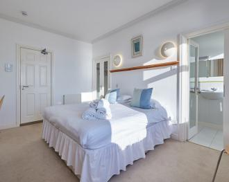 King-Ensuite-Sea View-Room 5