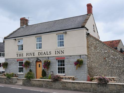 Paul & Sarah welcome you to The Five Dials Inn