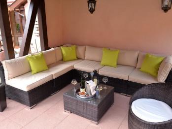 Espace détente avec son salon d'été dans le jardin