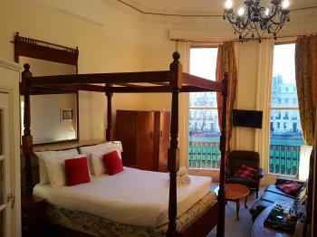 Triple room-Superior-Ensuite-Partial sea view-Four Poster
