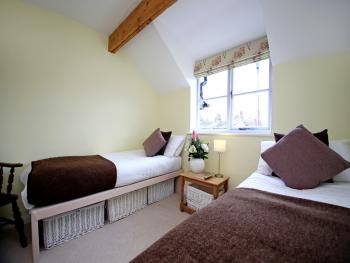 Orchard Cambridge - Second bedroom can have twin or kingsize beds