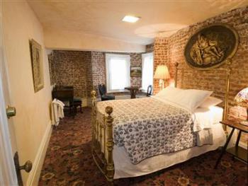 Lillie Langtry Economy Suite: Ground Floor Basement