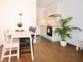 Apartment-Komfort-Eigenes Badezimmer-Balkon