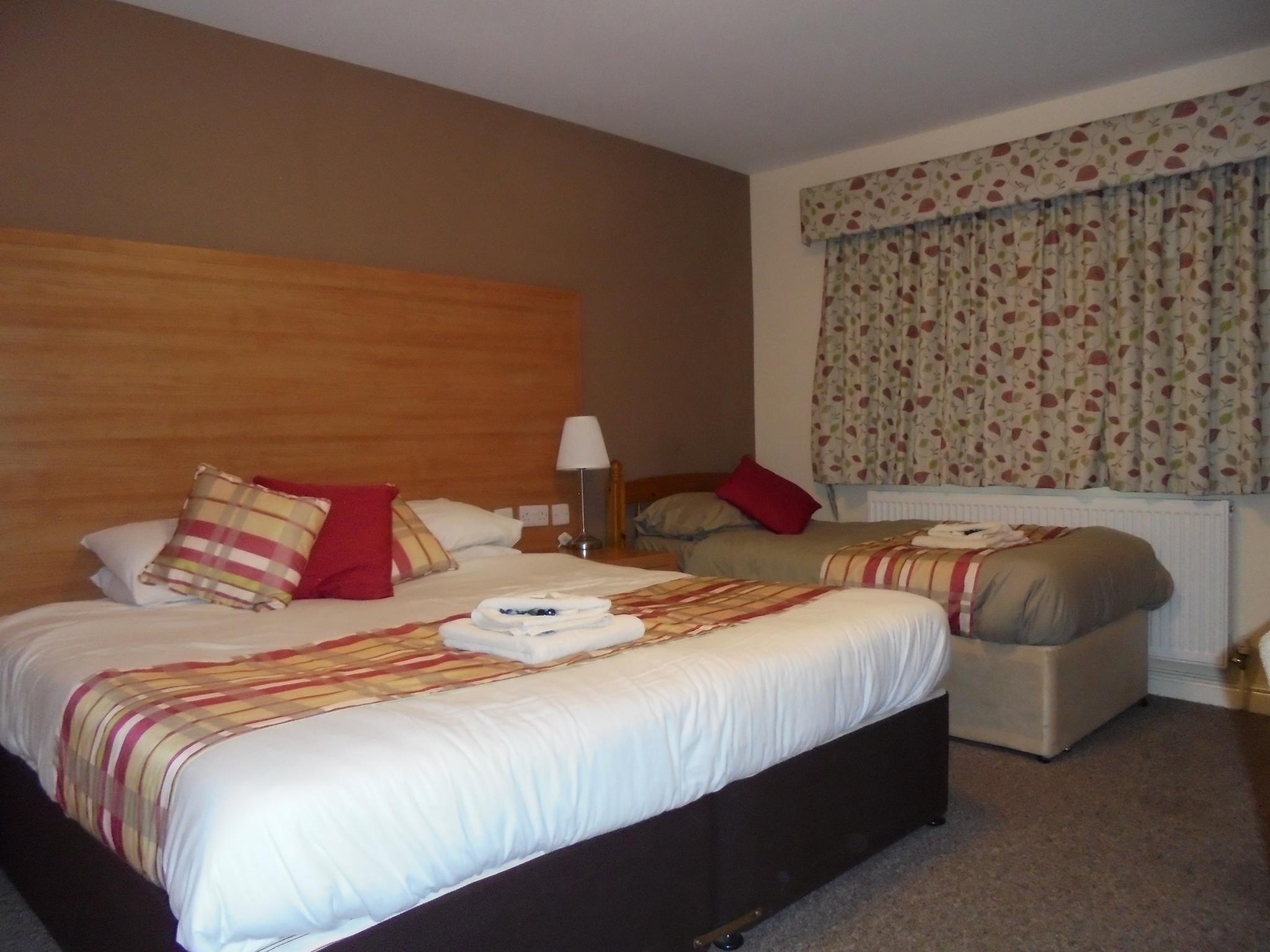 Triple room-Comfort-Wet room-Garden View-Disabled Room