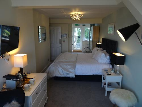 """Up With The Gulls"" Superior En-Suite Bedroom with sea views. Superking size bed. Third Floor"