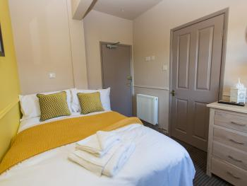 Double room-Economy-Ensuite with Shower-Small Double
