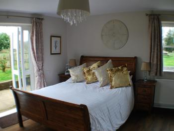Ground floor Double-Ensuite with Shower-Pet Friendly
