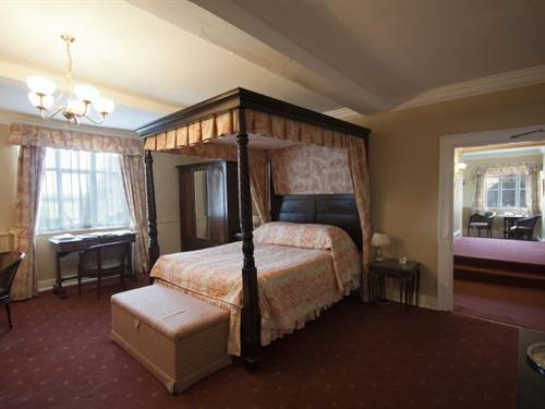 Double room-Ensuite-Four Poster - Antique - Base Rate