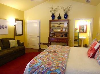 Mountain Laurel Room with private bathroom & double sofa couch/bed