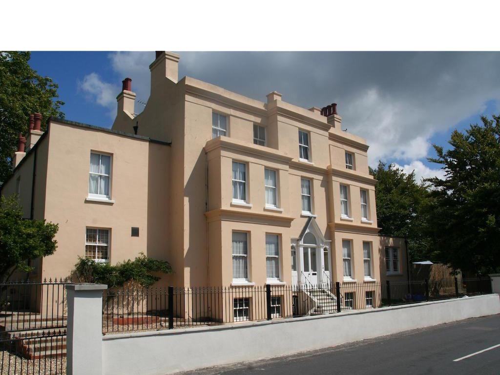 Manor House - Felpham Serviced Apartments