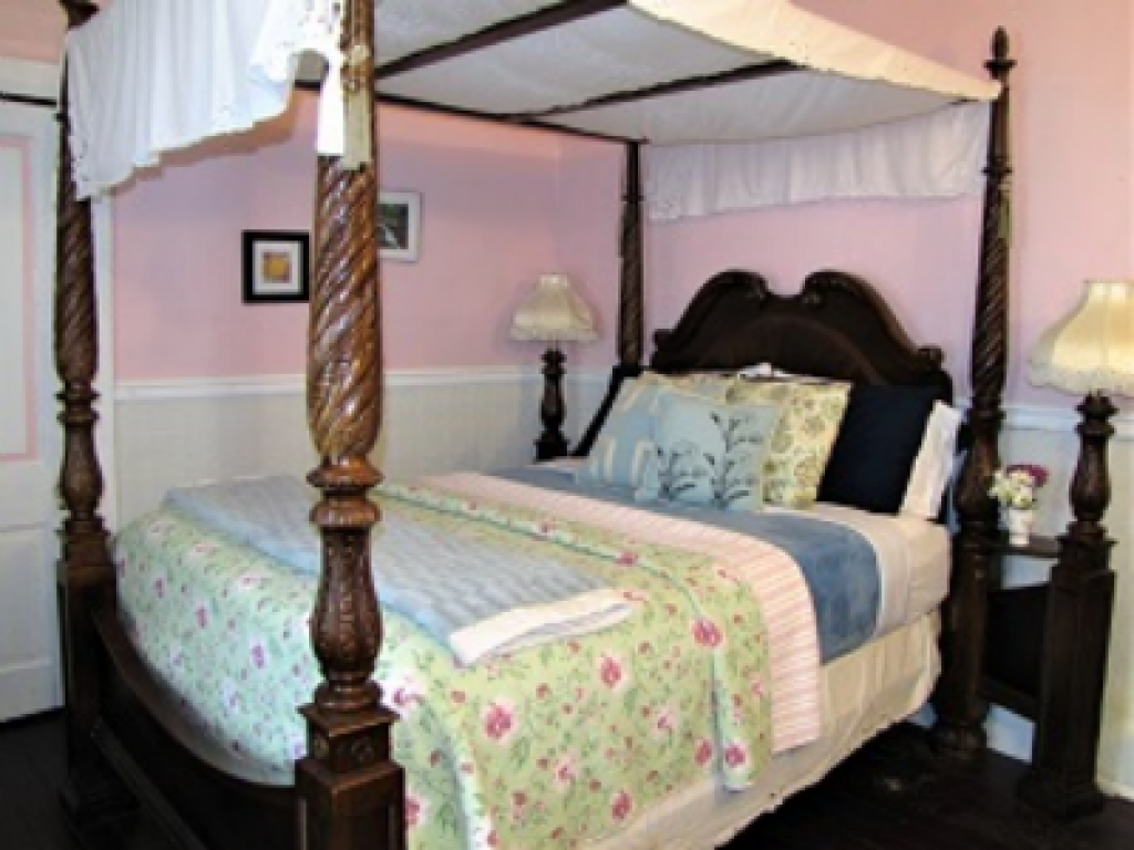 4)  CreekSide (Queen Bed, Ensuite, Above Creek)