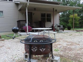 Hermann South Bed & Breakfast, Fire Pit, Picnic Table / Smoking Area