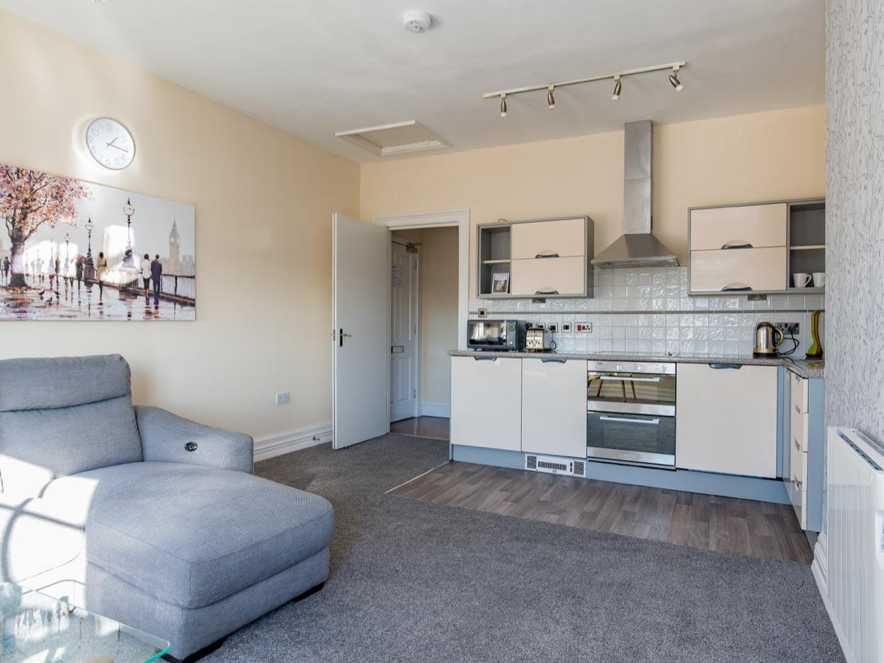 Apartment-Luxury-Private Bathroom-Street View-2 Bed Apartment