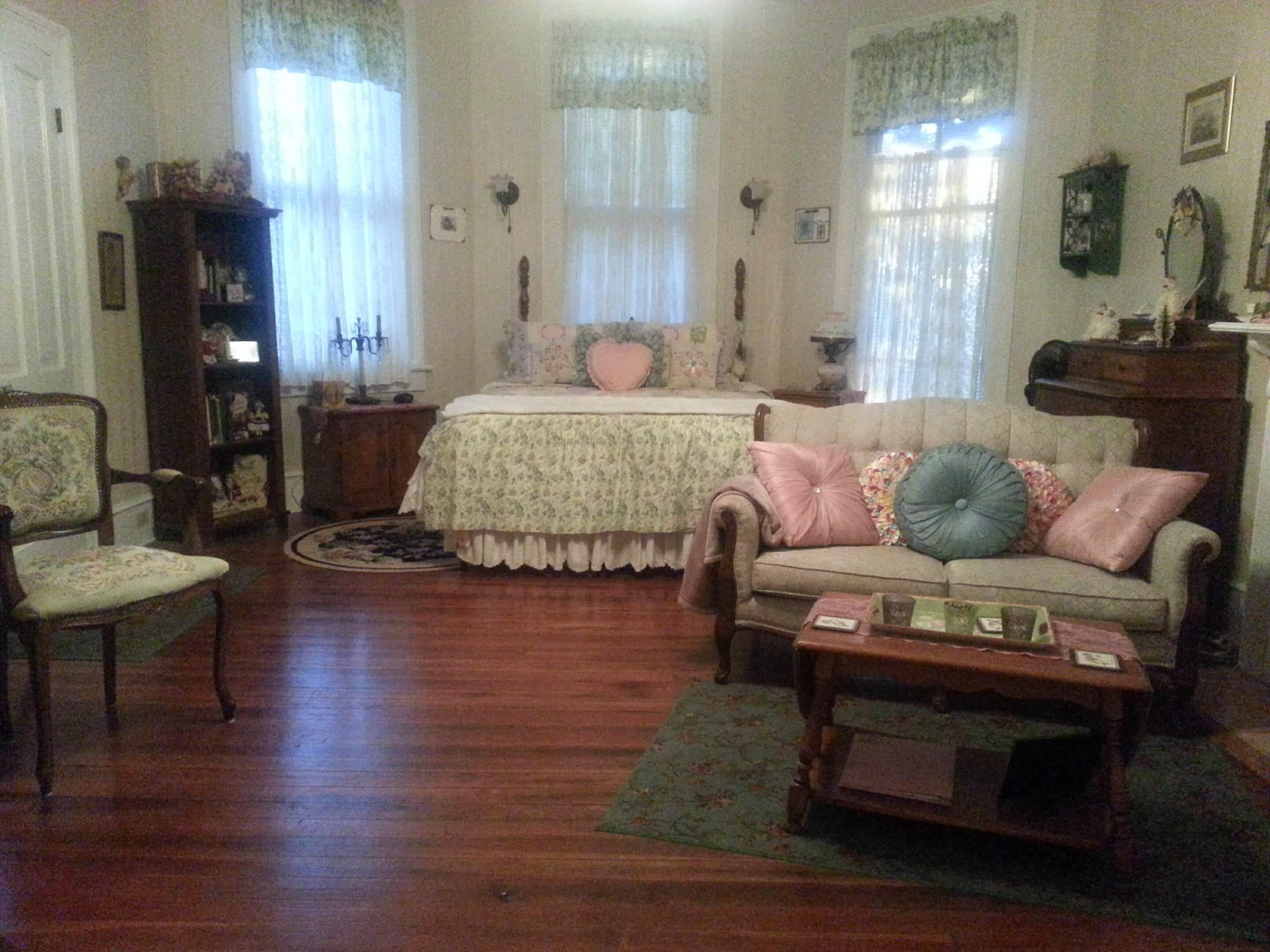 Walton Romance Room