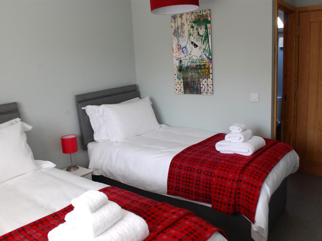 Twin room-Premier-Ensuite with Shower-Room 3 - Base Rate