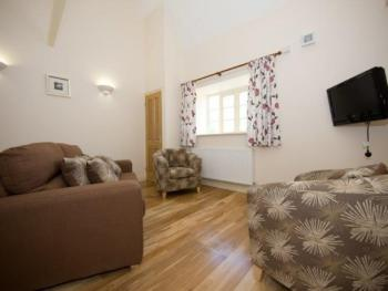 Mendip 1 Bedroom -Apartment-Private Bathroom-Mountain View