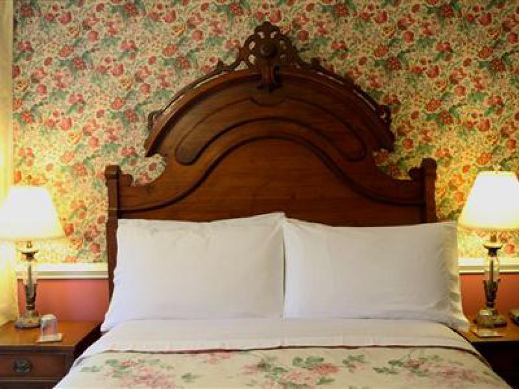 Triple room-Ensuite-Standard-Hideaway Suite