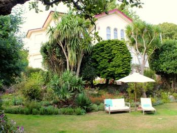 Trafalgar House and Gardens