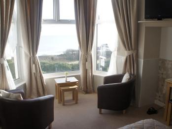 Twin room-Ensuite-Sea Facing Bay Window