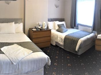 Triple room (2 double bed )