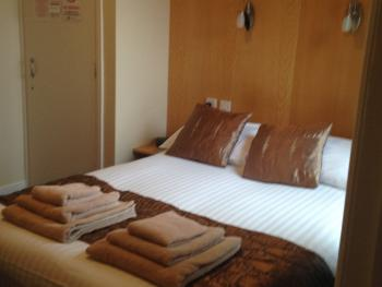 Double room-Standard-Ensuite with Shower-Garden View-Room 5