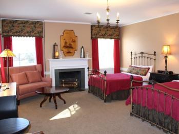 320 - Walnut Room-Suite-Suite-Ensuite-Park View