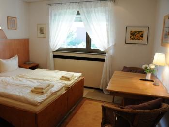 Doppelbett oder zwei Einzelbetten-Ensuite Dusche-Einfaches 2-Bettzimmer