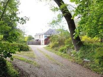 Chemin donnant accès au Relais des Caillères