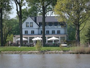 Burger Fährhaus - Blick vom Kanal