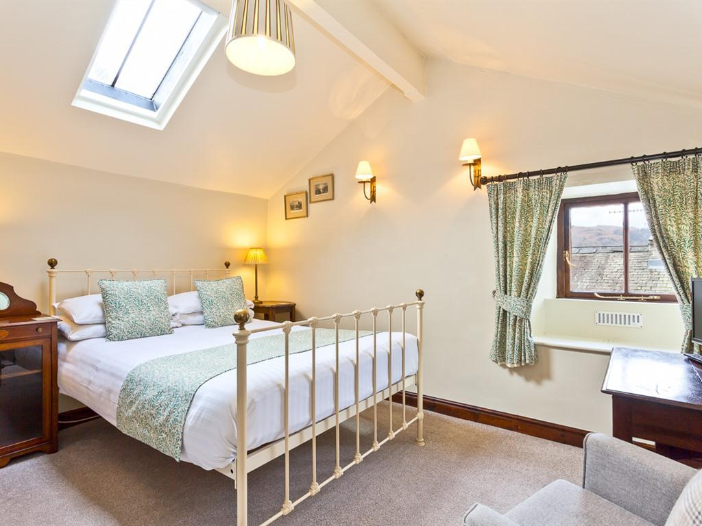 Double room-Classic-Ensuite with Bath-Mountain View - Base Rate