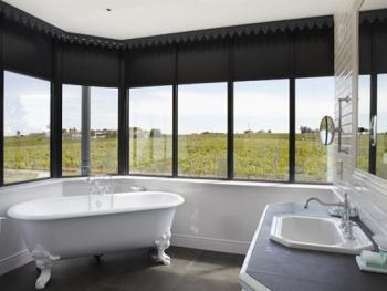 """Salle de bain chambre """" Versannes """""""