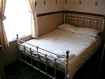 Small Double Ensuite - Room Only