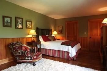 Superior Main Lodge room