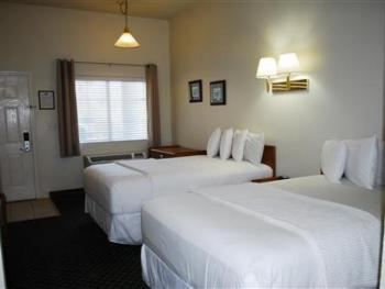Quad room-Ensuite-Standard-Hotel room 211 - 2 double - Quad room-Ensuite-Standard-Hotel room 211 - 2 double