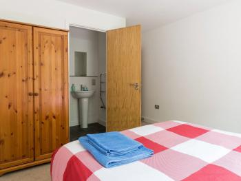 Apartment-Standard-Ensuite with Shower-2 Bed 2 Bath - 5