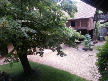 Vue des chambres sur cour/jardin