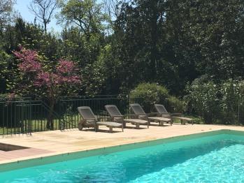 Grand piscine pour se relaxer