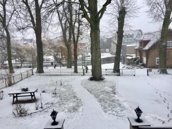 Winterlandschaft - Blick vom Grundstück aus