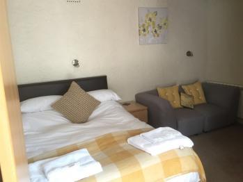 Double room-Standard-Ensuite with Shower-Garden View-Ground Floor