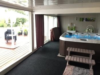 Espace spa et terrasse de détente